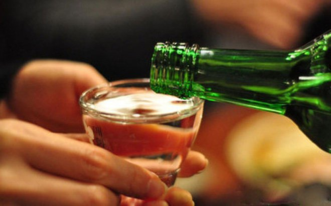 Uống rượu bia làm biến dạng tinh trùng