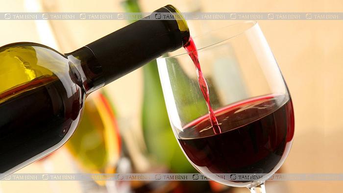 rượu vang và bệnh gout
