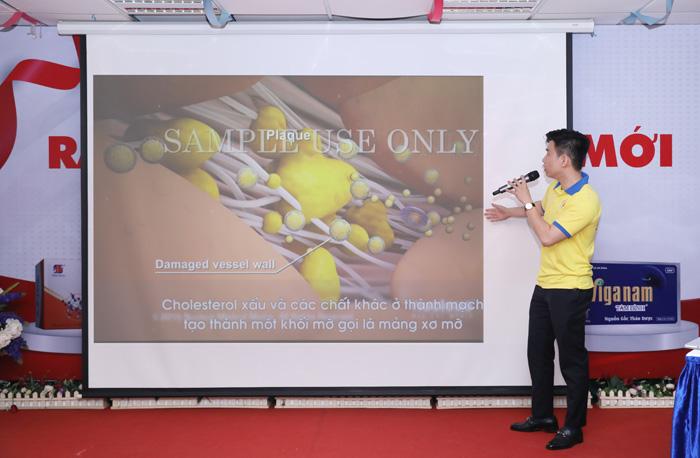 Ths Nguyễn Minh Hoàng giảng bài trong khóa đào tạo chuyên môn Tâm Bình