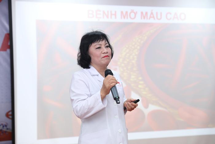 Ths.Bs. Nguyễn Thị Hằng giảng dạy tại khóa đào tạo chuyên môn