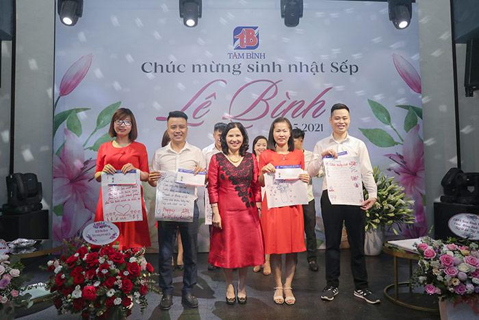 trao giải làm thơ sinh nhật tổng giám đốc Tâm Bình