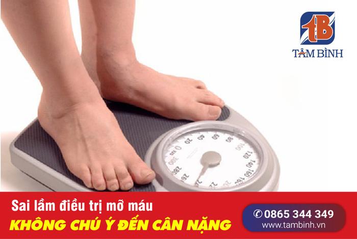 không kiểm soát cân nặng khi bị mỡ máu