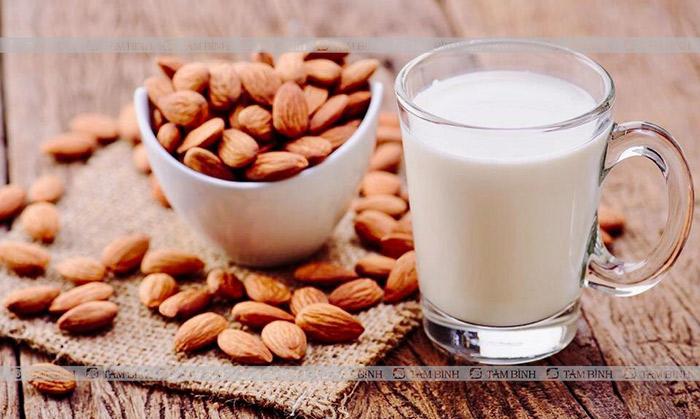 Người mỡ máu cao nên uống sữa hạnh nhân
