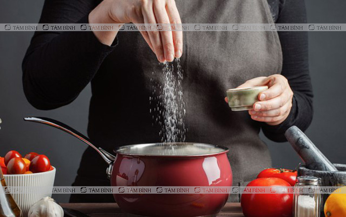 Ăn mặn – Thói quen xấu khiến mỡ máu tăng cao