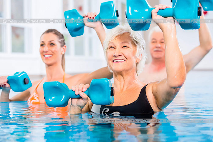 Bơi lội giúp giảm cholesterol