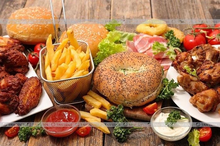 Ăn nhiều thực phẩm giàu chất béo khiến mỡ máu tăng cao