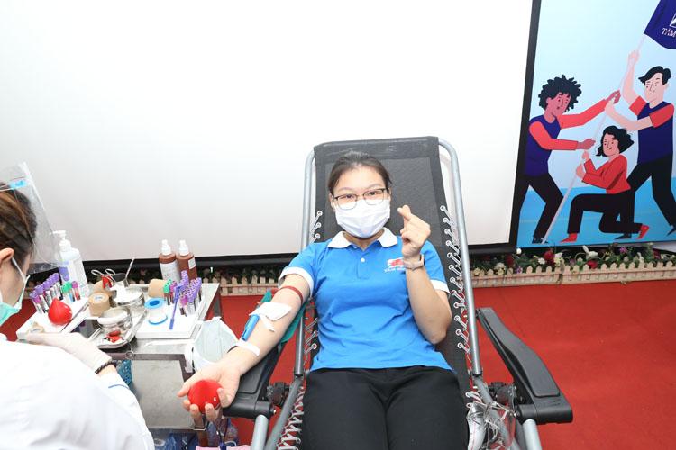 Nhân viên Tâm Bình hiến máu