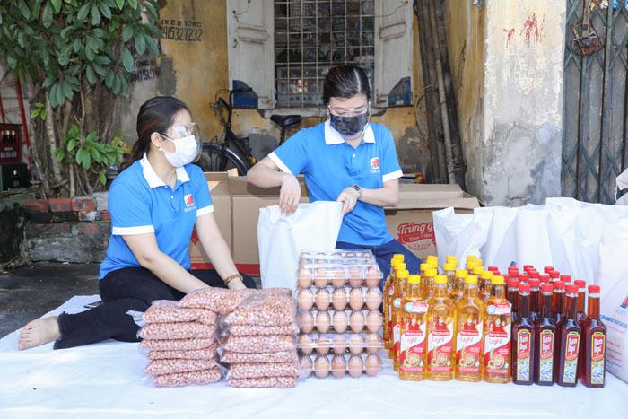 Dược phẩm Tâm Bình hỗ trợ người dân khó khăn do covid