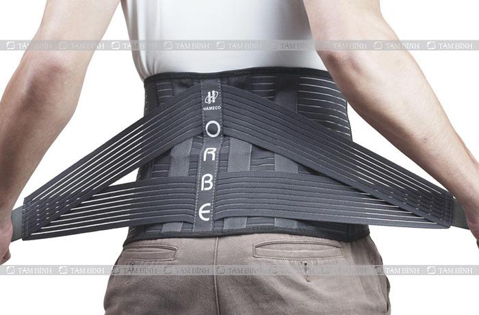 đai thắt lưng để cố định vùng bị đau rễ thần kinh