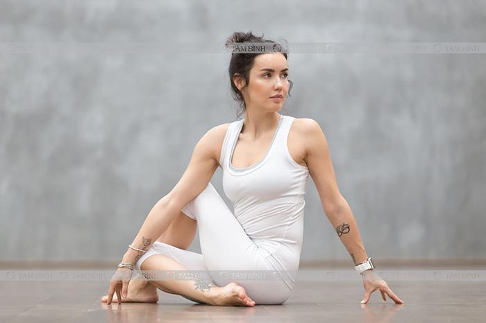 yoga xoay cổ giúp giảm thoái hóa