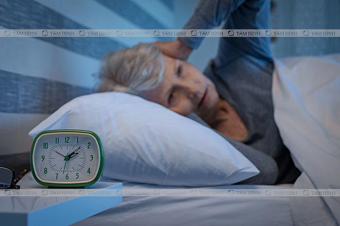 mất ngủ gây loãng xương ở người già
